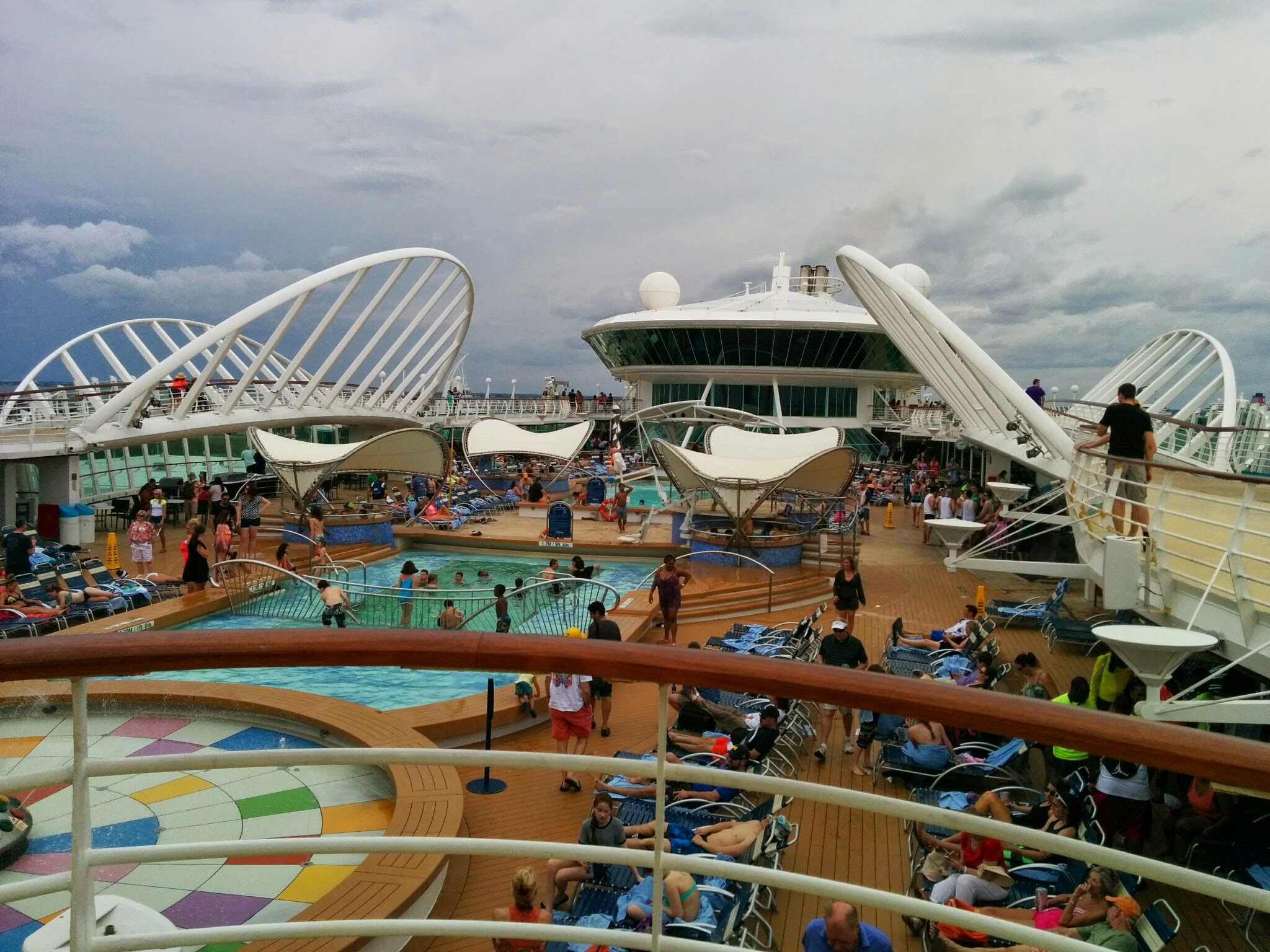 Royal Caribbean - Enchantment of the Seas - Piscinas